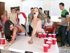 групповое порно лесбиянок со страпоном
