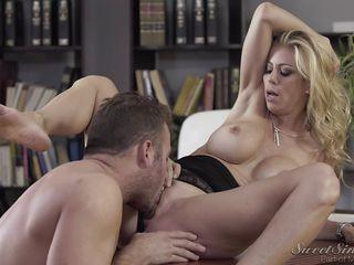 Порно училка в юбке